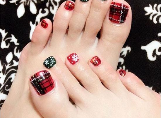 Photos of Festive Nail Art Masterpieces