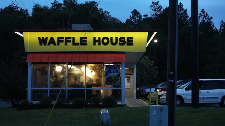 A Waffle House Had Just One Employee Working, So the Customers Stepped In