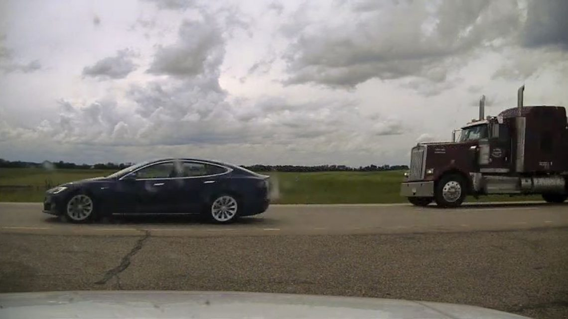 Police Charge Tesla Driver Caught Asleep While Going 150 km/h on Autopilot